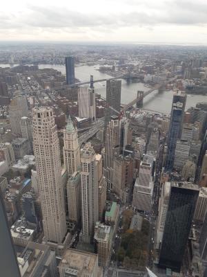 Uitzicht vanuit One World Observatory, plm. 381 meter in de lucht. One World is op dit moment (nov. 2019) het op 5 na hoogste gebouw ter wereld en het hoogste op het westelijk halfrond, al is dat met een extra stalen toren van 124m erbij.