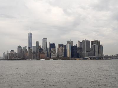 Lekker goedkoop (=gratis) met de ferry, prachtig uitzicht op de skyline van NY.