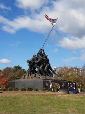 Iwo Jima - monument. Verrassend dicht bij het hotel en in het echt groter dan op de foto's lijkt.