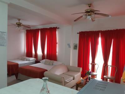 Aangekomen in Tela, Honduras. Mijn ruime en leuk ingerichte apartement voor de komende dagen.