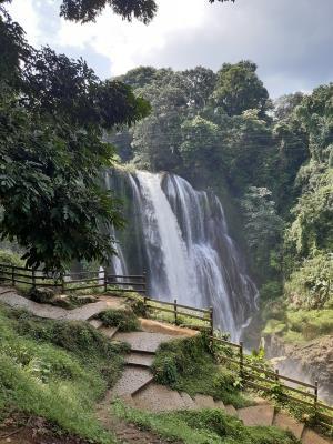 Pulhapanzak watervallen van wel 42 meter hoog ('k denk dat ik inmiddels verwend ben).