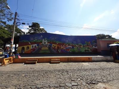 Brede muurschildering in het stadje Ataco.