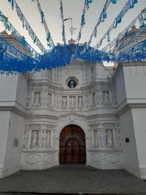 Ciudad Vieja, waar helaas toch geen dansende duivels waren. Dan enkel maar genieten van de mooie versieringen daar.
