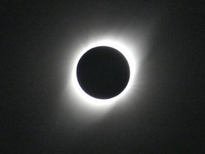 Eclips - 2 juli 2019. Hoewel beelden vaak al heel veel zeggen, is dit echt iets wat je met ervaren. Nog 100x mooier en intenser dan deze (amateur)foto.