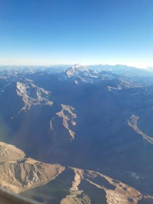 Langs de hoogste berg in de Andes: Aconcagua. Toch mooi meegenomen op zo'n vluchtje.