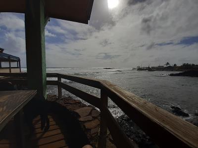 The good life. Terras aan zee, al is dat op een eiland niet zo moeilijk.