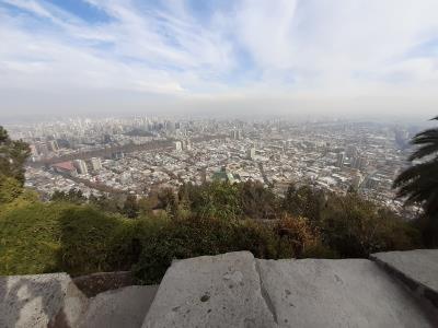 Ondanks de bewolking, toch een mooi uitzicht over Santiago.