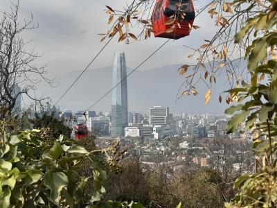Teleferico in Santiago, uiteraard die 100'en meters niet klimmen.