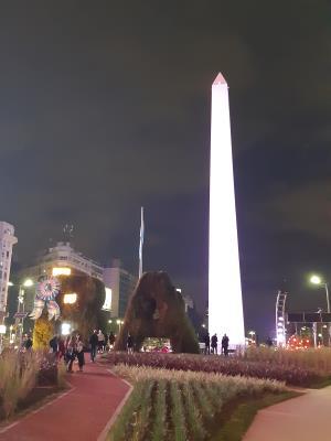 Obelisco de Buenos Aires en la tarde.