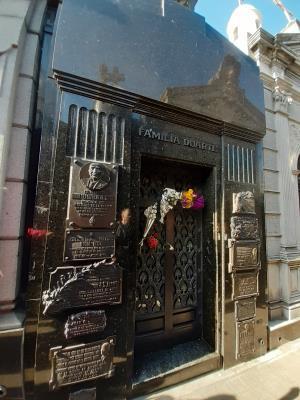 Op een zeer mooie begraafplaats, het graf van Eva Peron . Moeilijk te vinden, tamelijk onbekend/oninteressant bij de lokalen.
