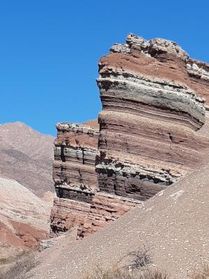 Kleurrijke bergen en supermooie uitzichten bij Cafayate.