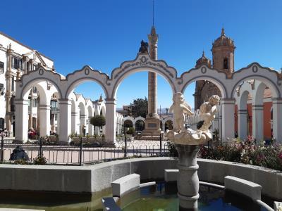 Centraal plein in Potosi. Weinig te doen, veel luchtvervuiling (bye bye CO2 reductie)