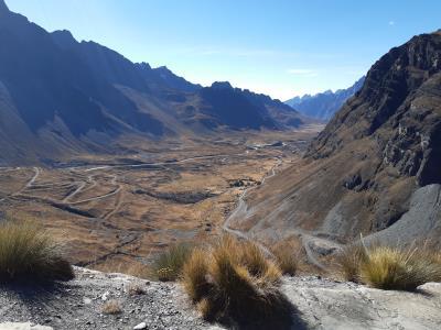 """Onderweg naar het """"resort"""" in Coroico, via de Death Road. Niet zo eng als het klinkt, wel weer mooie uitzichten."""