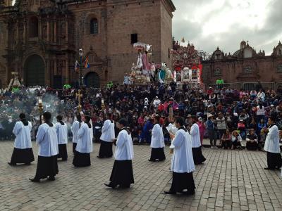 Processie tijdens Santo Christi in Cuzco.