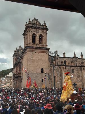 Druk, heel druk op Plaza Mayor del Cuzco.