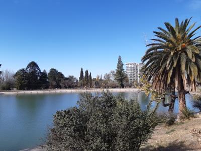 Middagje Mendoza. Niet zoveel te beleven in de stad, wel een lekkere wandeling door het park.