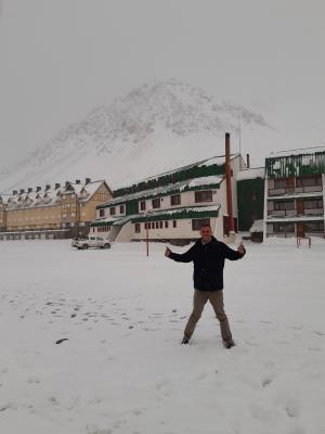 Tja, dan sta je tijdens een tour naar 'puente del inca' ineens in de sneeuw. 't is immers winter hier in Argentinie.