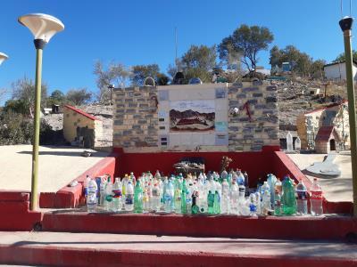 Disfruta Correo: naar een oude legende, offeren vele chauffeurs nu een fles water/drank voor de zegening van een goede rit.