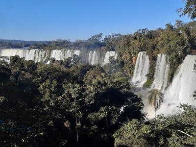 Foz de Iguazu. Voor de tweede keer naar dit natuur wereldwonder. Dit keer met meer zon en dus regenbogen.