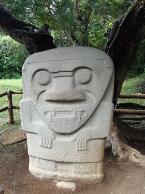 Archeologisch park nabij San Augustin. Beelden werden vooral gebruikt in en bji begraafplaatsen.