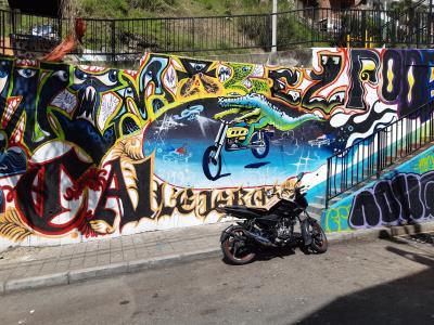 Aan het begin van een wandeing door Comuna 13. Een wijk die de afgelopen jaren een complete metamorfose heeft gehad, niet alleen qua grafittikunst.
