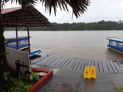 """Eerste dag sinds lange, lange tijd, die door weersomstandigheden in """"het water"""" lijkt te vallen. Gelukkig in het midden van de dag weer droog."""